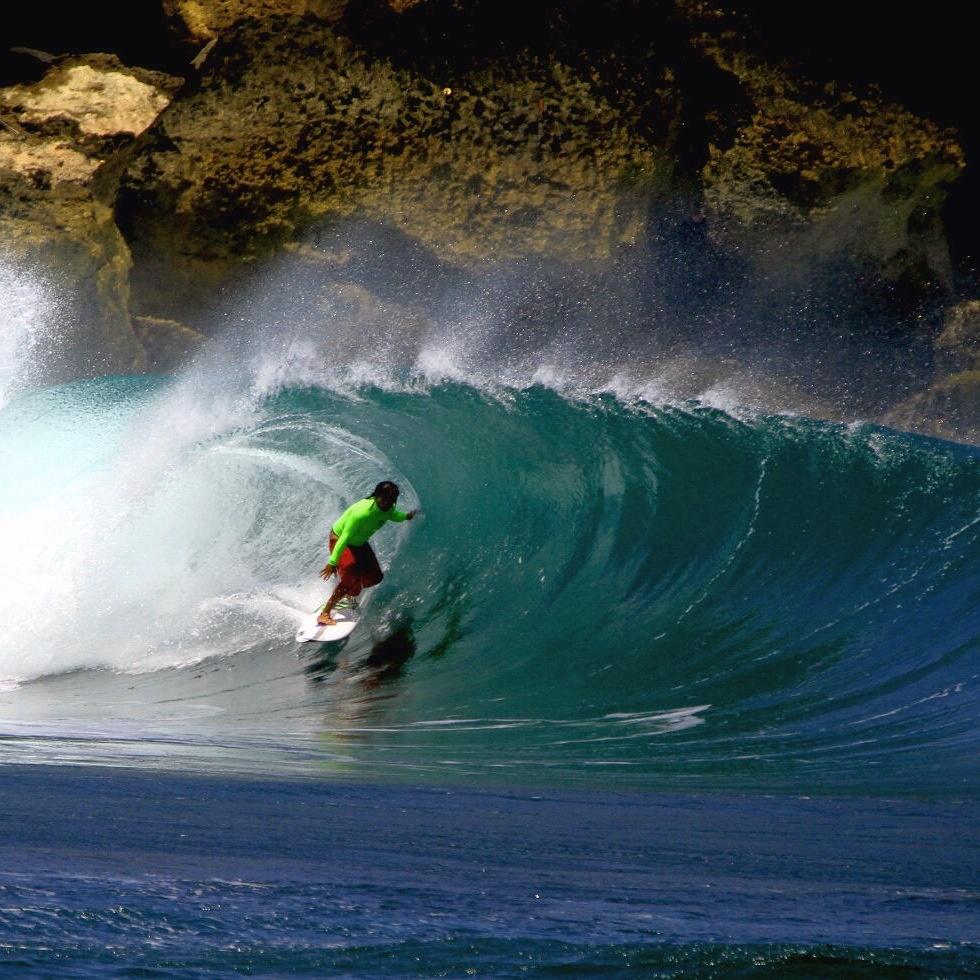 ~//シーズンイン!友(U)TRIP ジャワ島・パチタン・SURF//~ 弾丸サーフツアー!ショートトリップでしっかりサーフ! ローカルガイド【YAYAK SURF FRIENDS】がフルケアー! オールカテゴリーサーファーを網羅するサーフエリア! 成田発着
