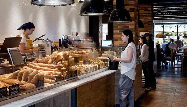 朝ごはんはおいしいパン屋さんで♪ バルセロナ3泊6日 エミレーツ航空 関空発 立地も良い『プラクティークベーカリー』指定◆到着日片道専用車送迎付き◆毎朝食付き