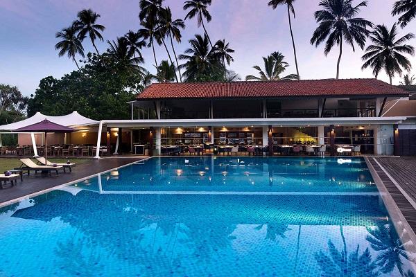 バワ建築のマジックをたっぷり愉しむアバニ・ベントータに泊まるスリランカ7日間/インド洋を眺めながらの小一時間の電車体験・ベントータのバワスポット巡り・スリーウイラ乗車も。