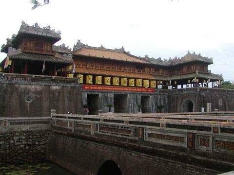 2つの世界遺産の街を巡るベトナム・ホイアン+古都フエ ふたり旅6日間/フエ世界遺産1日観光付