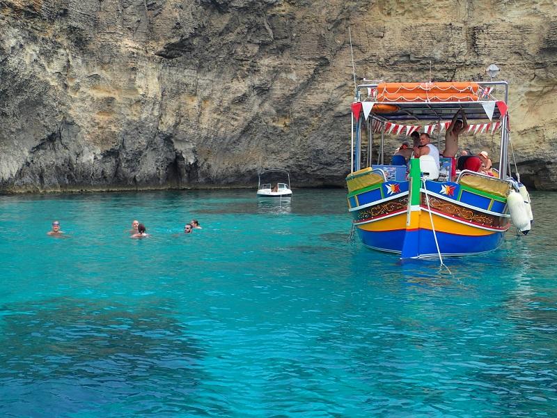 地中海リゾートと世界遺産が一度に楽しめるマルタ島ひとり旅/スリーマのオーシャンフロントのホテル<シービュールーム>泊7日間/送迎・朝食付フリープラン
